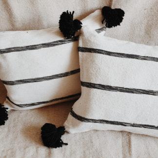Pompom kussen - wit/zwart